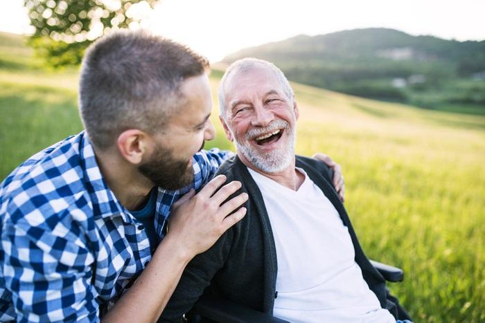Nam giới thường chỉ nhận trách nhiệm chăm sóc người thân khi cận kề tuổi hưu