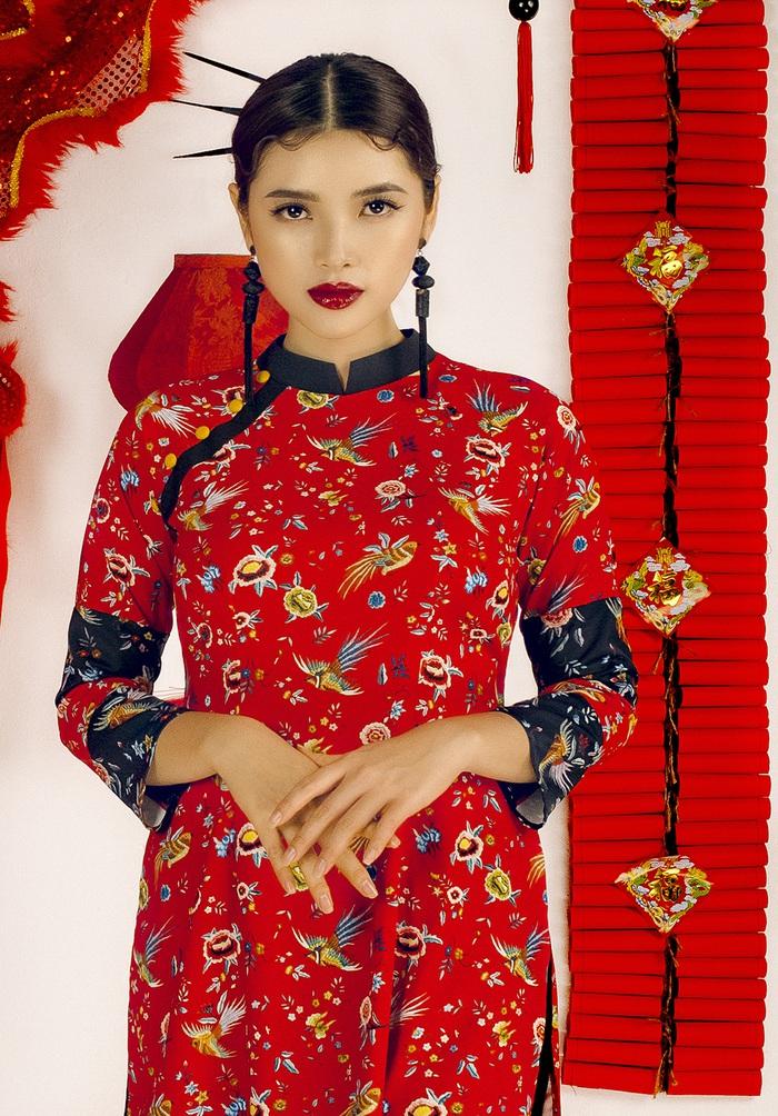 Top 10 Miss Photo Diễm Nhi chọn áo dài cách tân đón xuân mới - Ảnh 1.
