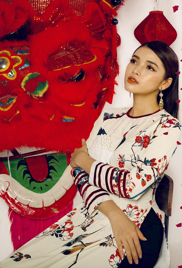 Top 10 Miss Photo Diễm Nhi chọn áo dài cách tân đón xuân mới - Ảnh 5.