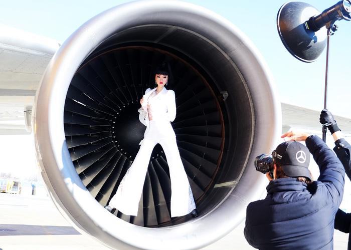 Jessica Minh Anh làm show thời trang thân thiện môi trường tại Mỹ - Ảnh 1.