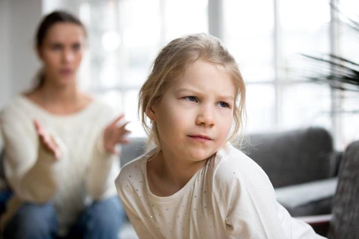 Cha mẹ phản ứng nhanh với 7  thói xấu hầu như trẻ nào cũng mắc phải - Ảnh 2.