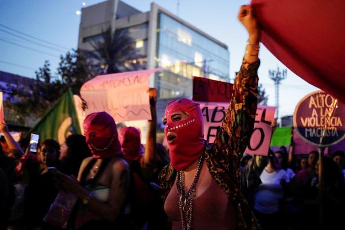 Biểu tình chống bạo lực giới