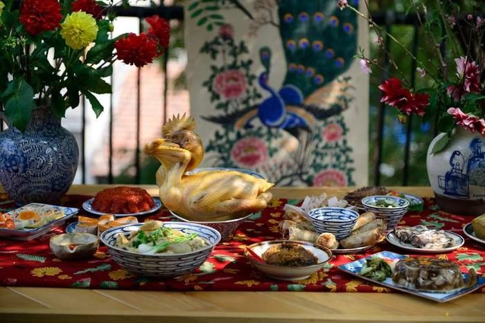 Mâm cỗ gồm các món truyền thống