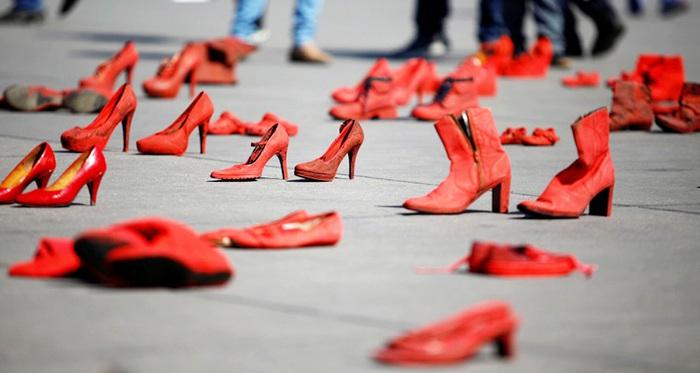Màu đỏ là màu máu những người vô tội và cũng là tiếng nói của tình yêu
