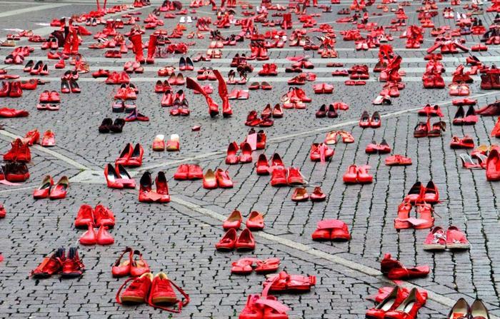 Những đôi giày đỏ - Biểu tượng chống bạo lực giới ở quảng trường Zocalo
