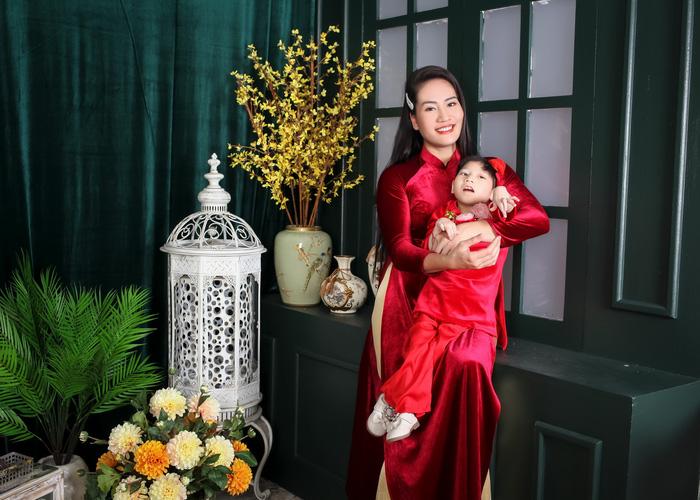 """Diễn viên Minh Cúc lần đầu chụp ảnh """"xúng xính"""" cùng con gái bại não - Ảnh 7."""