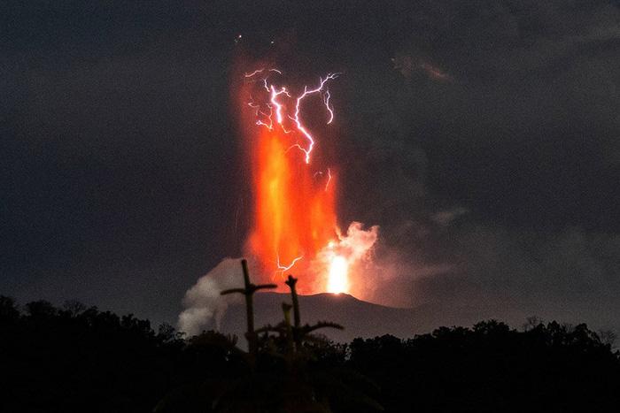 """200 nghìn người Philippines bị ảnh hưởng khi núi lửa Taal """"thức giấc"""" - Ảnh 1."""