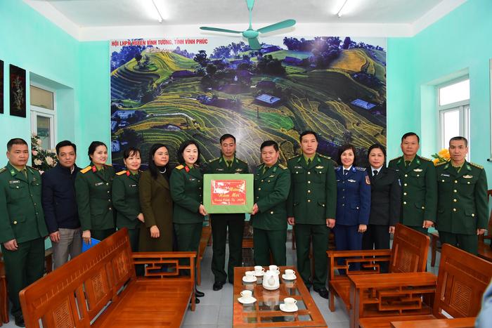 """Phụ nữ Quân đội trao, tặng quà """"Xuân biên cương"""", """"Phụ nữ Quân đội đồng hành cùng phụ nữ biên cương"""" tại Hà Giang - Ảnh 5."""