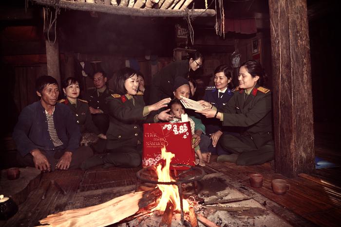 """Phụ nữ Quân đội trao, tặng quà """"Xuân biên cương"""", """"Phụ nữ Quân đội đồng hành cùng phụ nữ biên cương"""" tại Hà Giang - Ảnh 3."""