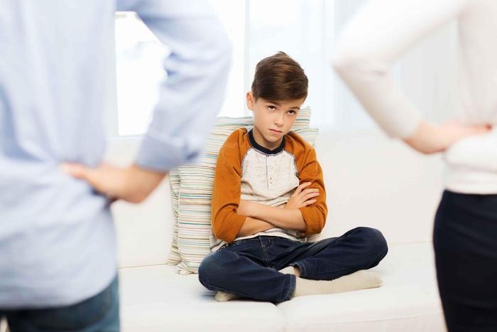 Cha mẹ phản ứng nhanh với 7  thói xấu hầu như trẻ nào cũng mắc phải - Ảnh 3.