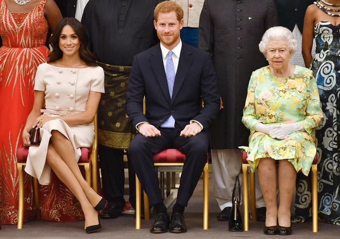 Vợ chồng Hoàng tử Harry muốn rút khỏi cuộc sống Hoàng gia: Nữ hoàng Anh triệu tập họp gấp - Ảnh 2.