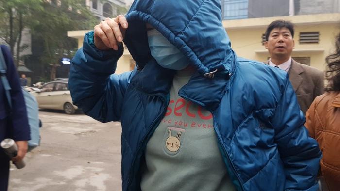 Bị cáo Nguyễn Bích Quy đeo khẩu trang đến tòa