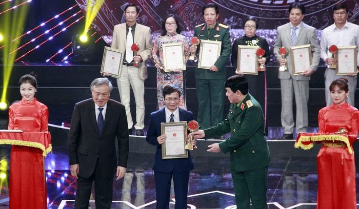 Báo PNVN đoạt 2 giải báo chí Búa liềm vàng lần thứ IV - Ảnh 3.