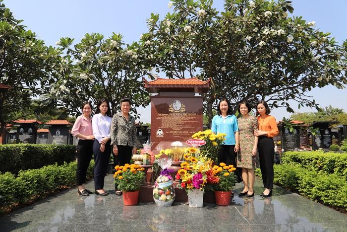 Đoàn công tác Hội LHPN Việt Nam viếng mộ nữ tướng Nguyễn Thị Định - Ảnh 2.