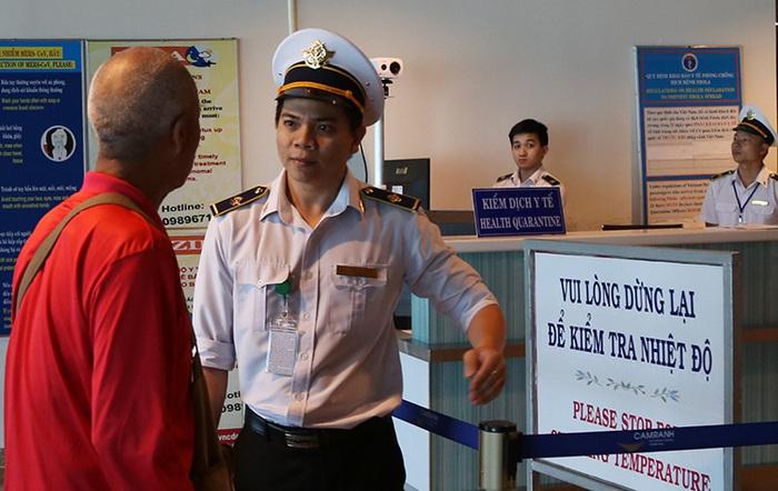 2 hành khách nhập cảnh vào Việt Nam phải cách ly nghi do Viêm phổi cấp - Ảnh 1.