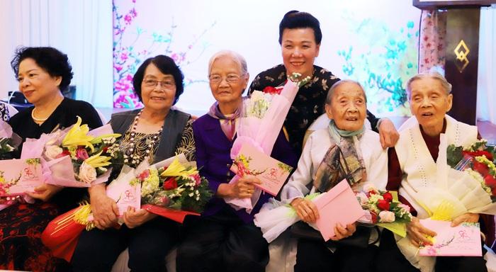 Hội LHPN Việt Nam gặp mặt cán bộ hưu trí phía Nam nhân dịp Tết Nguyên đán Canh Tý - Ảnh 2.