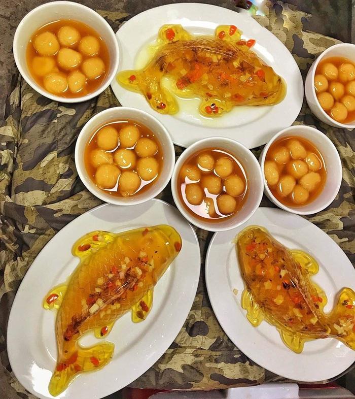 Bánh cá chép giá 50.000 - 60.000 đồng/chiếc.