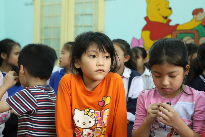 Với Khánh Huyền (áo cam), ước mong lớn nhất là Tết có mẹ