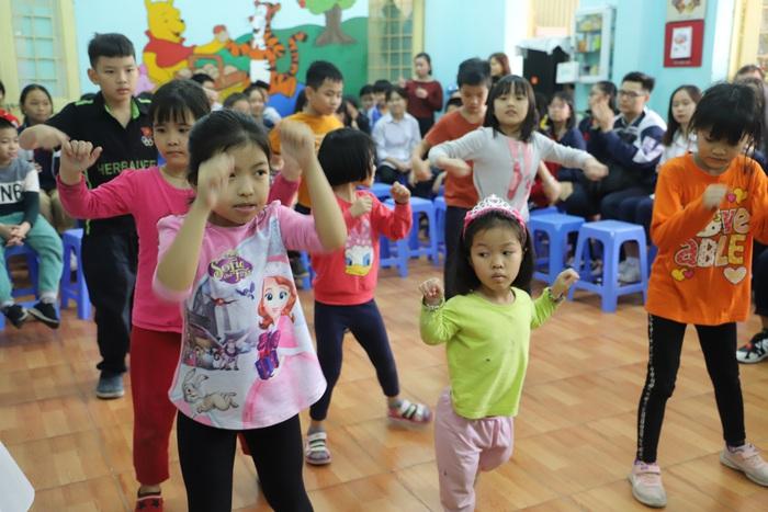 Tết đến sớm với những đứa trẻ mồ côi ở Nhà nuôi dưỡng trẻ em hữu nghị Đống Đa
