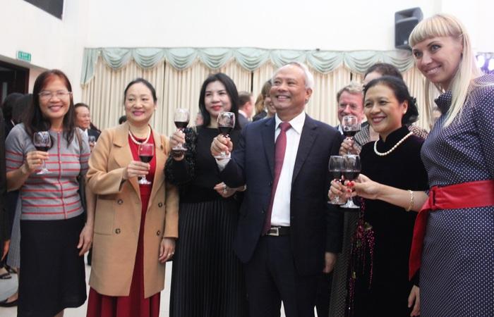 Phó Chủ tịch Quốc hội Uông Chu Lưu, bà Nguyễn Phương Nga và các quan khách
