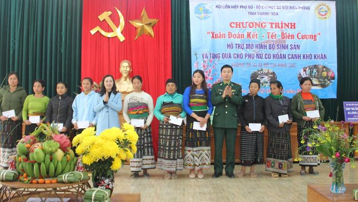 700 suất quà Tết tặng hội viên, phụ nữ nghèo ở Thanh Hóa - Ảnh 1.