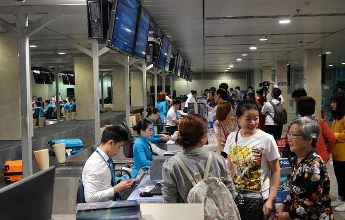 Lo tắc đường, hành khách nên có mặt ở sân bay trước 3 tiếng - Ảnh 1.