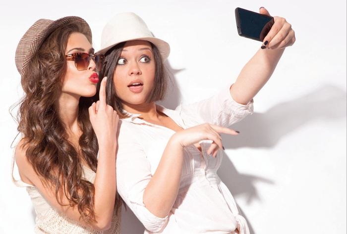 """""""Bắt sóng"""" những cách selfie mới - Ảnh 1."""