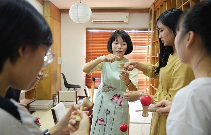 """Cô giáo người Nhật """"phải lòng"""" áo dài, đàn bầu  - Ảnh 3."""