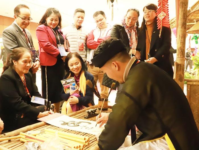 Mọi người con đất Việt mong muốn đoàn tụ trong nghĩa tình ấm áp - Ảnh 2.