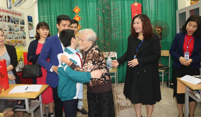 Lớp học tình thương của bà giáo 88 tuổi ở Hà Nội - Ảnh 2.