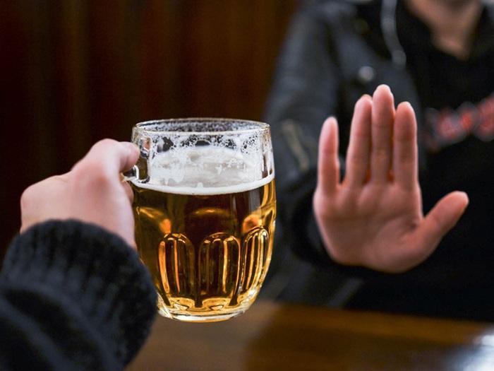 Đề nghị các tỉnh, thành tăng cường kiểm soát, thực hiện Luật Phòng chống tác hại của rượu bia - Ảnh 1.