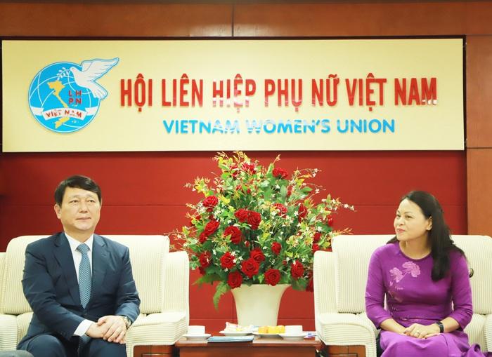 Chủ tịch Nguyễn Thị Thu Hà và Nghị sĩ Quốc hội Hàn Quốc Choi Je Song