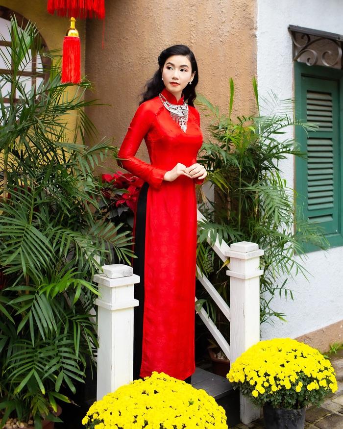 Họa sĩ, diễn viên Lương Giang - Xúng xính áo dài đỏ - Ảnh 5.