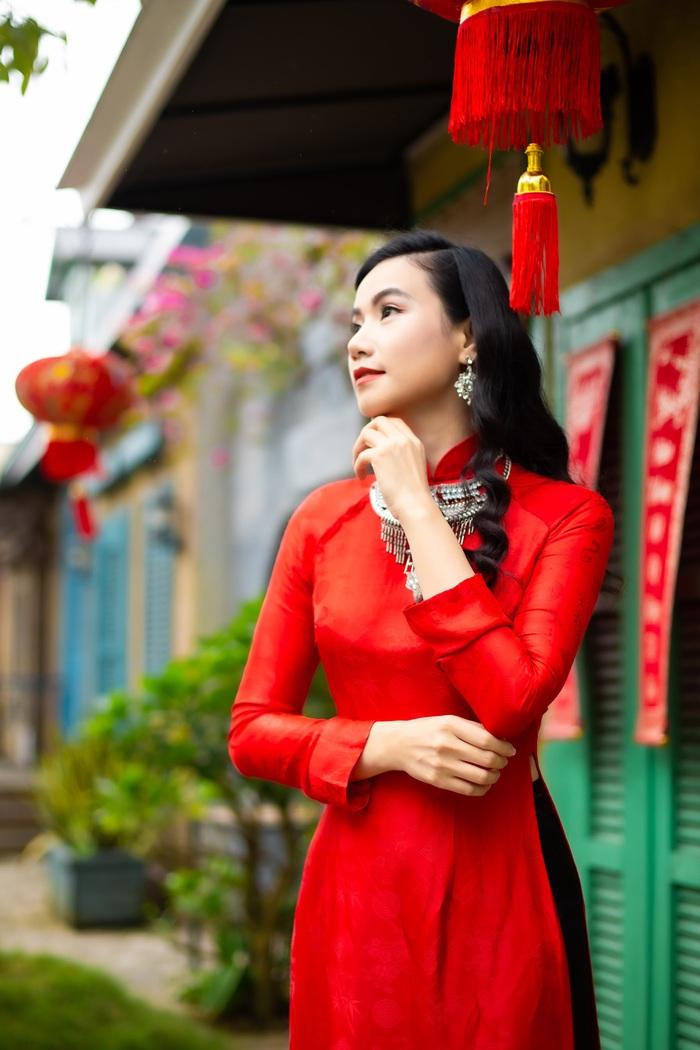 Họa sĩ, diễn viên Lương Giang - Xúng xính áo dài đỏ - Ảnh 6.