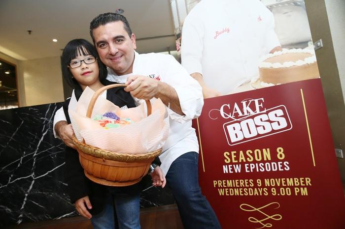 Ngôi sao đầu bếp người Mỹ Buddy Valastro yêu quý và hỗ trợ Leah Choy