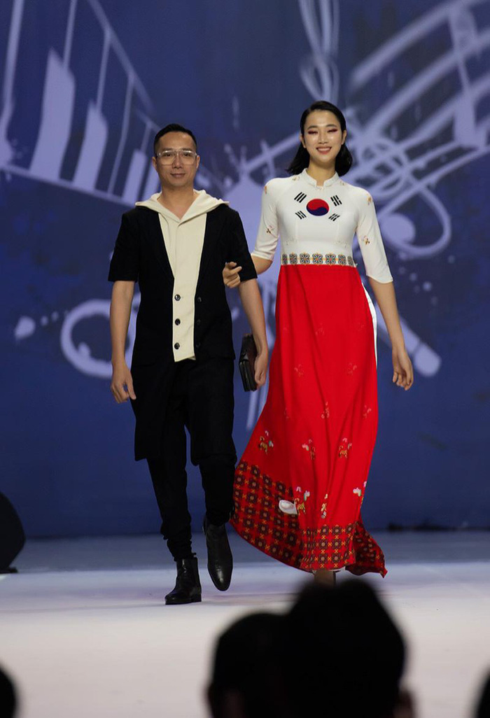 NTK Đỗ Trịnh Hoài Nam quyết tâm góp phần đưa áo dài trở thành Di sản Quốc gia - Ảnh 5.
