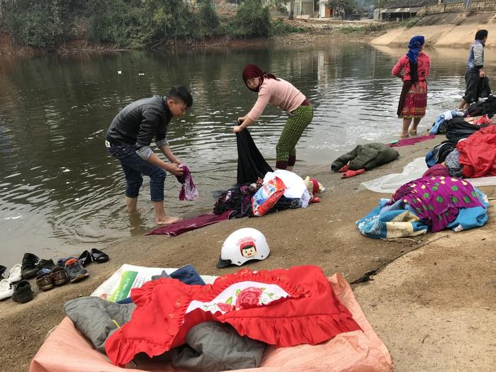 Người Mông Đồng Văn giặt đồ đón Tết - Ảnh 4.