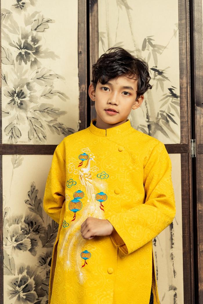 Trần Gia Bảo (Rain) - Á quân 2 Miss and Mister Future 2019 sang trọng trong tà áo dài vàng vương quyền