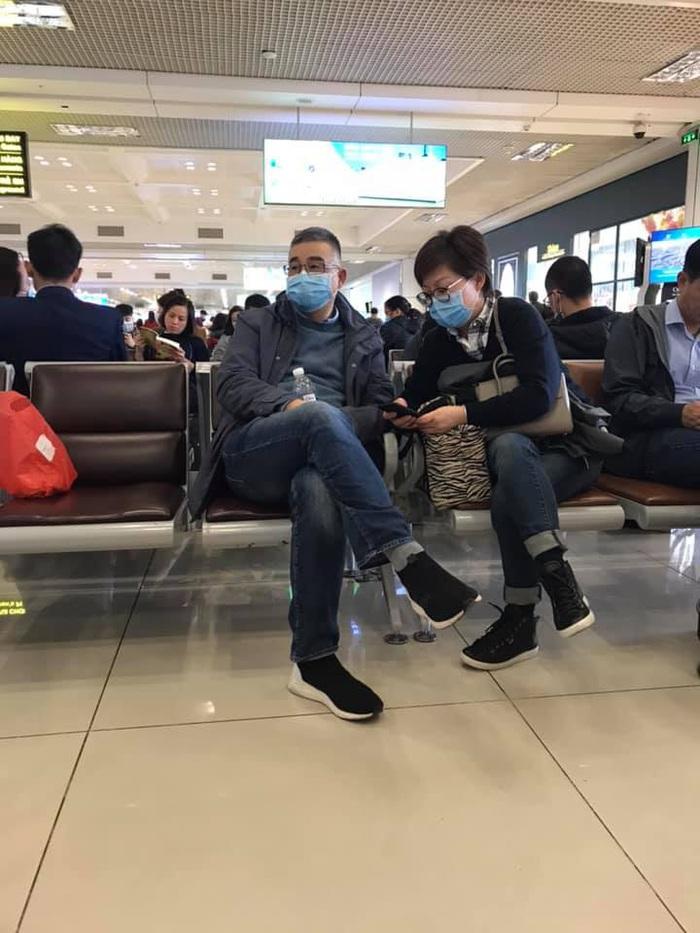 Lo sợ virus corona, người dân lùng sục mua khẩu trang đi du lịch Tết  - Ảnh 3.