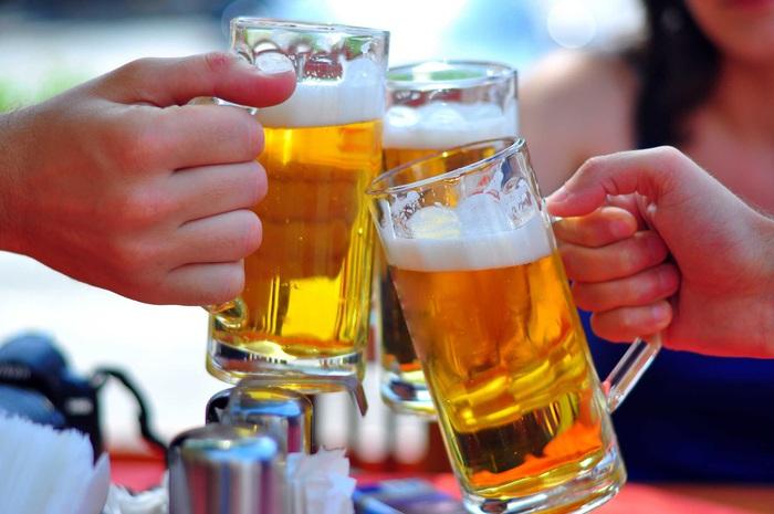 236 trường hợp bị ngộ độc rượu bia trong 4 ngày nghỉ Tết - Ảnh 1.