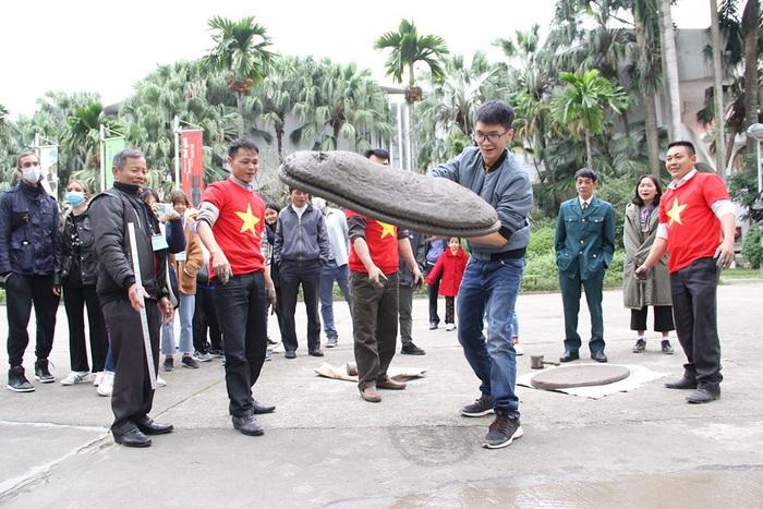 Rộn ràng sắc thái văn hóa Thái Bình ở Bảo tàng Dân tộc học Việt Nam - Ảnh 2.