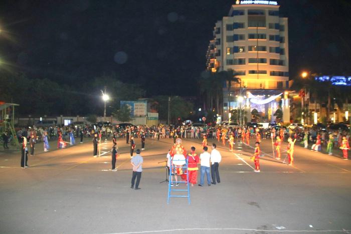 Ngày xuân, thưởng ngoạn cờ người ở đất võ Bình Định - Ảnh 1.
