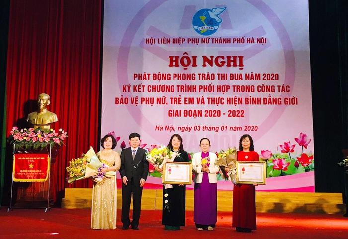 Hội LHPN TP Hà Nội được tặng cờ đơn vị xuất sắc trong phong trào phụ nữ cả nước  - Ảnh 1.