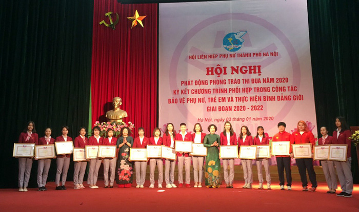 Hội LHPN TP Hà Nội được tặng cờ đơn vị xuất sắc trong phong trào phụ nữ cả nước  - Ảnh 4.