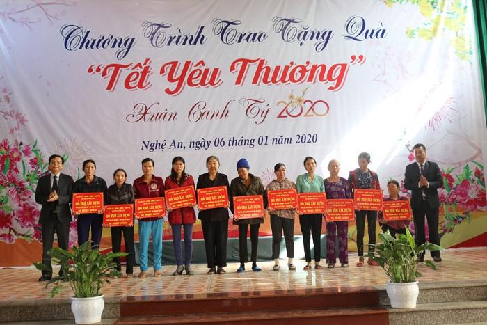Nghệ An: Trao 11 mái ấm tình thương cho hội viên phụ nữ nghèo huyện Quỳnh Lưu - Ảnh 2.