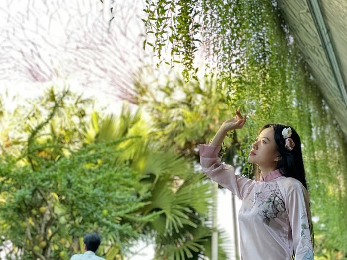 Á khôi Miss Photo Thạch Thảo diện áo dài rạng rỡ ở Singapore  - Ảnh 4.