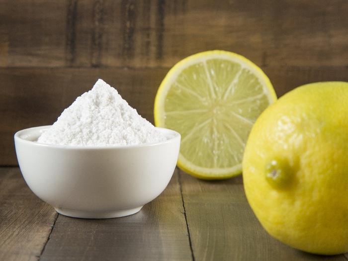 Hỗn hợp nước cốt chanh, baking soda và nước có thể giúp loại bỏ được 95% thuốc trừ sâu và các loại hóa chất trên hoa quả có vỏ cứng.