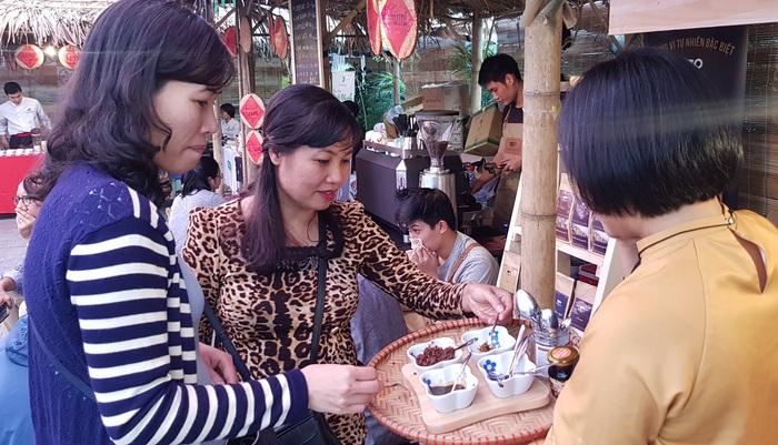 Rộn ràng phiên chợ Tết xưa tại Bảo tàng Phụ nữ Việt Nam - Ảnh 6.
