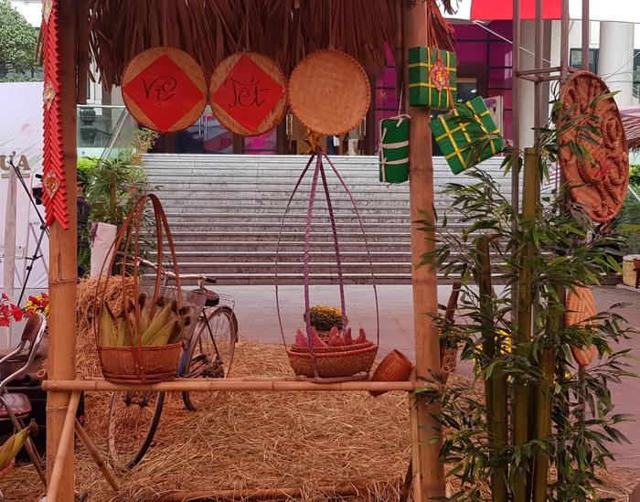 Rộn ràng phiên chợ Tết xưa tại Bảo tàng Phụ nữ Việt Nam - Ảnh 1.