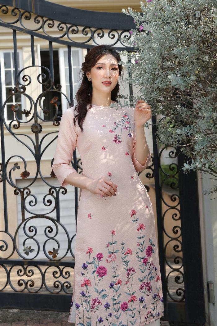 Hoa hậu Phí Thùy Linh đẹp nền nã với áo Tết  - Ảnh 4.